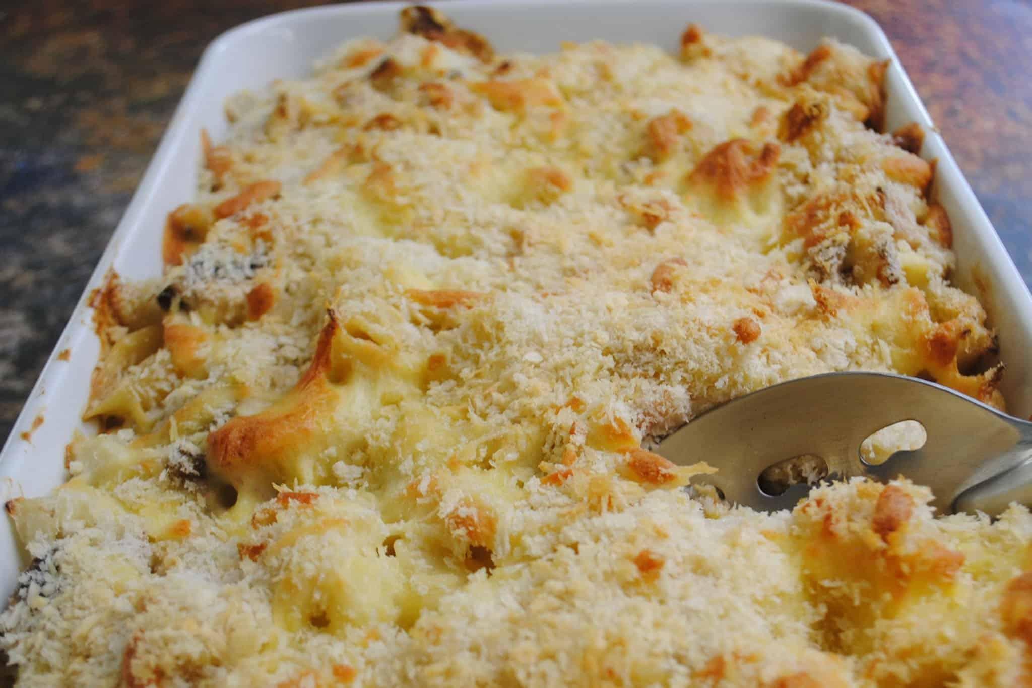 Cauliflower pasta bake with bacon and mushrooms