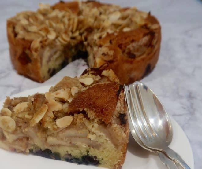 apple blueberry crumble cake