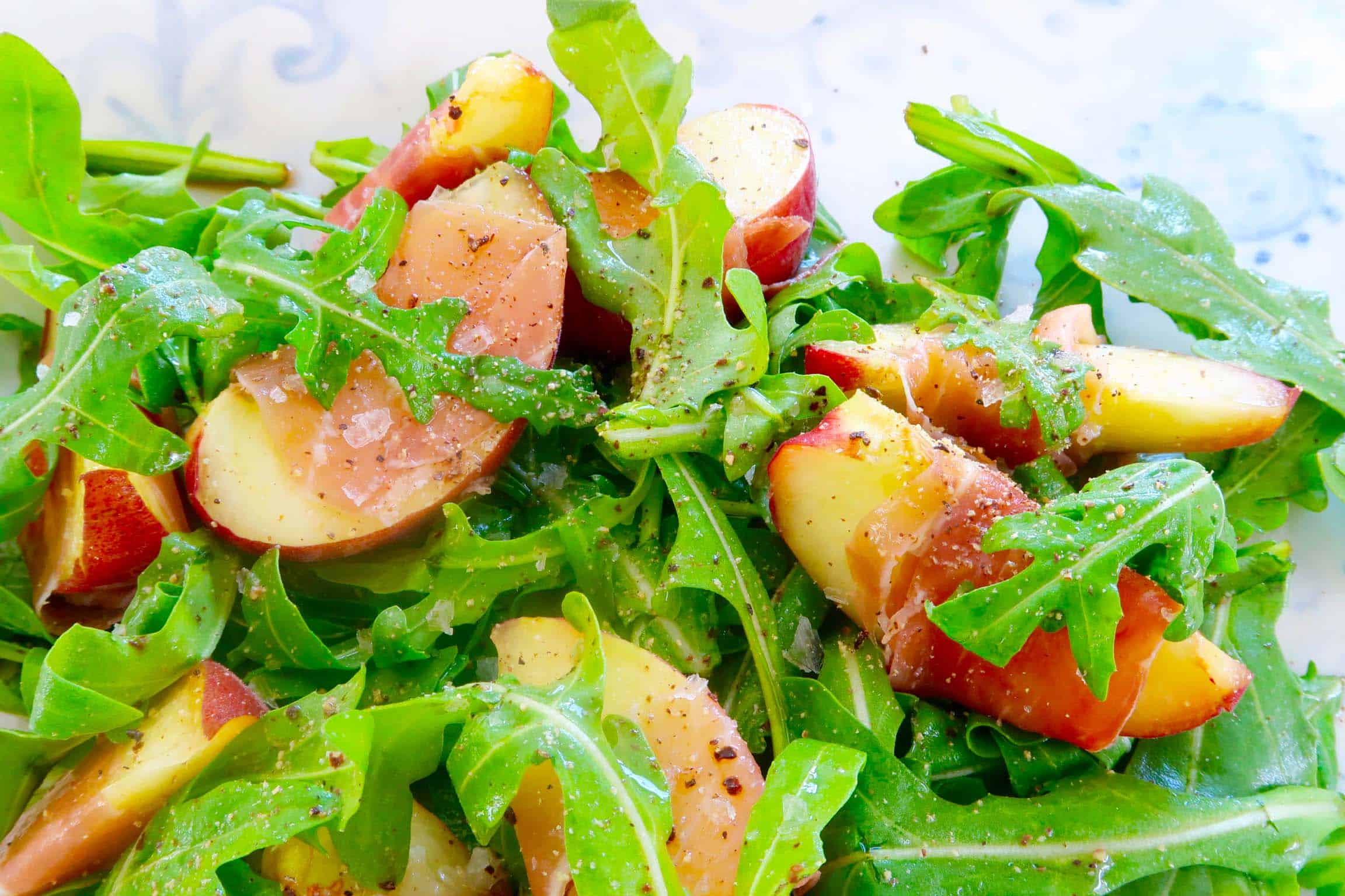 white peaches with prosciutto salad